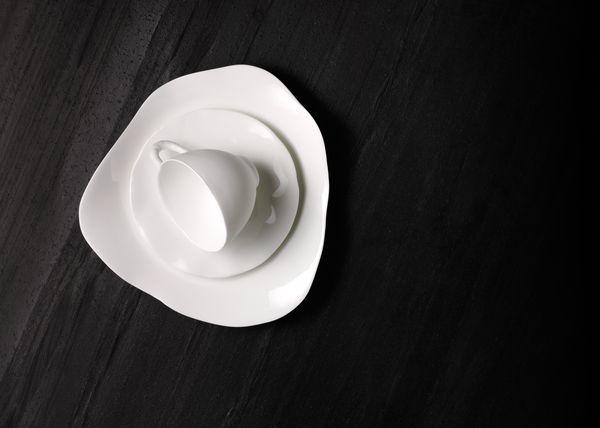 Empfindliche Tasse und Untertasse, mit Geschirrspüler der Serie400 und Zeolith-Technologie gereinigt
